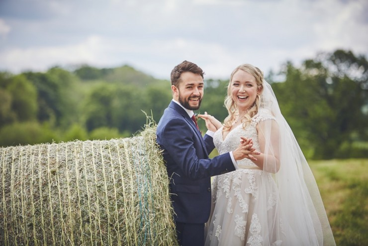 relaxed summer wedding photography at the corn barn near Cullompton in devon