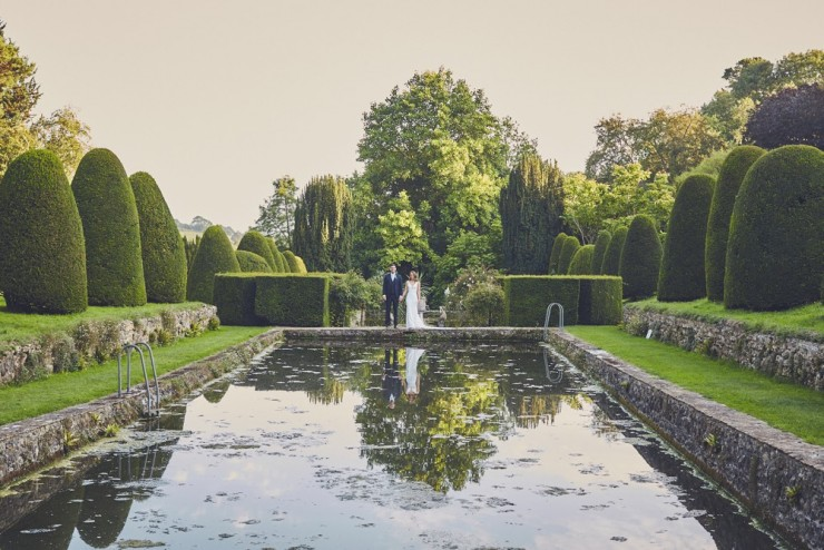 summer wedding photography at mapperton house in Somerset